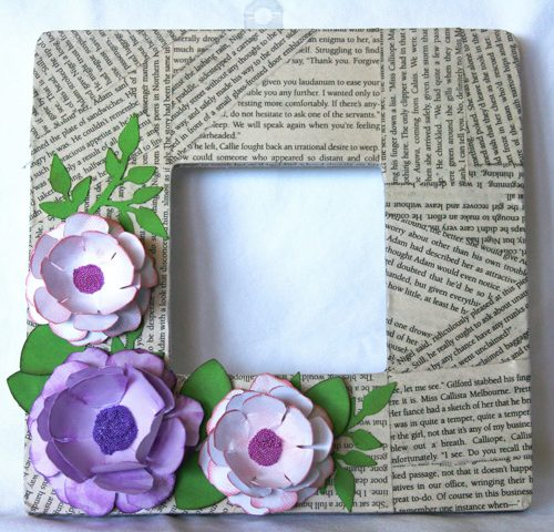 Làm khung ảnh bằng giấy báo