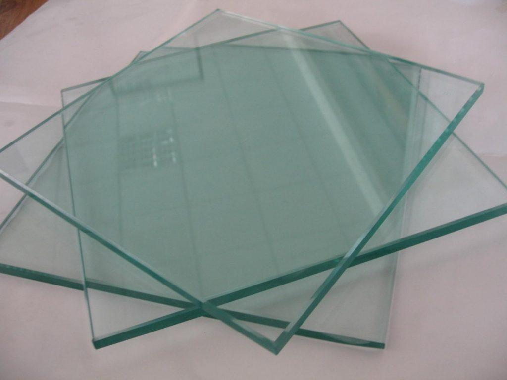Phần kính bảo vệ cho giấy khen tránh hư hại