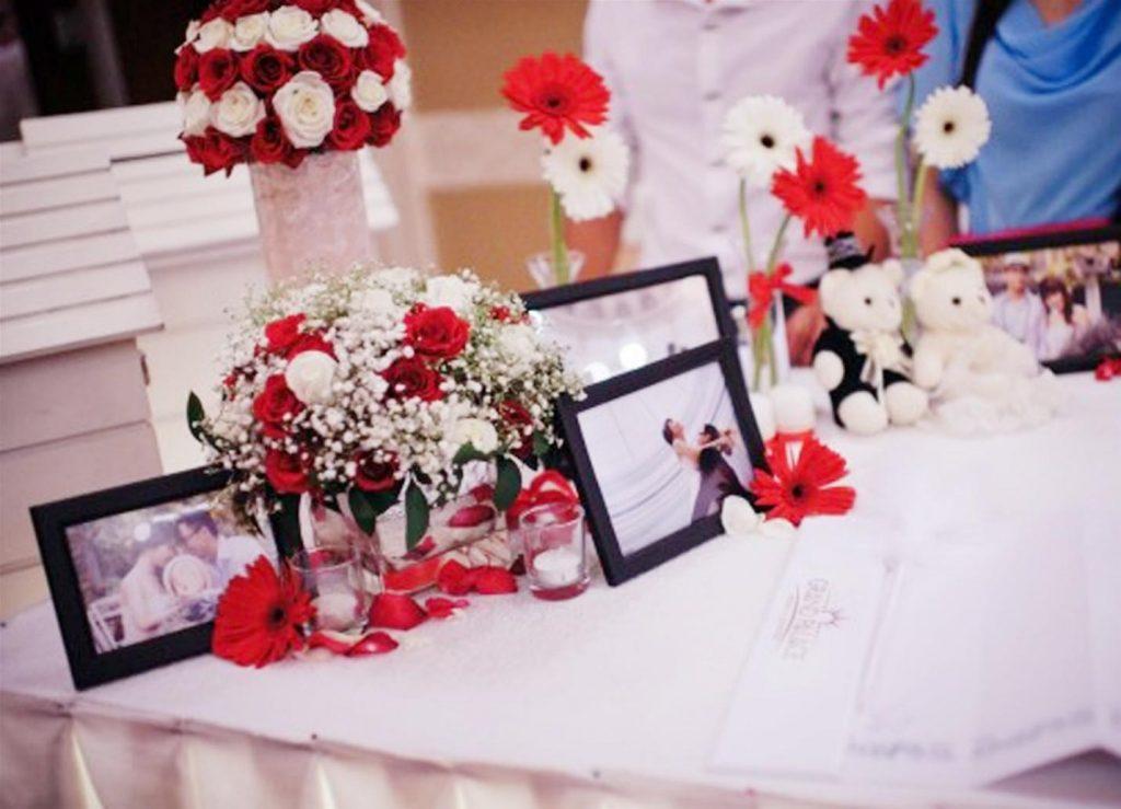 khung ảnh trang trí bàn tiệc cưới